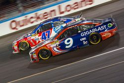 Sam Hornish Jr., Richard Petty Motorsports Ford, dan A.J. Allmendinger, JTG Daugherty Racing Chevrol