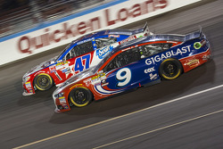 Sam Hornish Jr., Richard Petty Motorsports Ford et A.J. Allmendinger, JTG Daugherty Racing Chevrolet