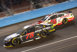 Martin Truex Jr., Furniture Row Racing Chevrolet et Michael Annett, Hscott Motorsports Chevrolet