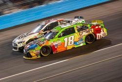 Kyle Busch, Joe Gibbs Racing Toyota en Joey Gase