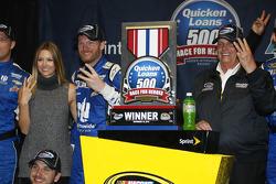 Le vainqueur Dale Earnhardt Jr., Hendrick Motorsports Chevrolet