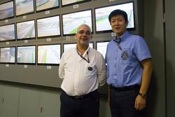 FIAWEC赛事总监爱德华多·弗里塔斯(左)和FASC汽车运动二部副主任张涛
