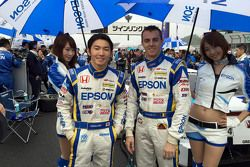 Grid girls with Daisuke Nakajima and Bertrand Baguette, Epson NSX Concept GT