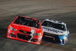 Justin Allgaier, Hscott Motorsports Chevrolet en David Ragan, Michael Waltrip Racing Toyota
