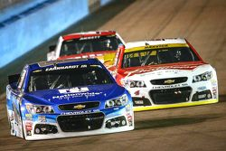 Dale Earnhardt Jr., Hendrick Motorsports Chevrolet and Kevin Harvick, Stewart-Haas Racing Chevrolet