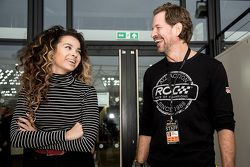 Şarkıcı-Söz yazarı Ella Eyre ve ROC sahibi Fredrik Johnsson
