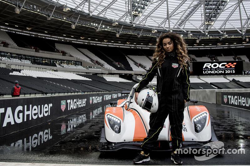 2015: Элла Эйр за рулем гоночного автомобиля