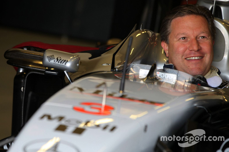 Zak Brown en un McLaren Clásico
