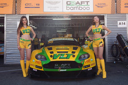 Chicas de la parrilla de Darryl O'Young, Craft-Bamboo AMR Aston Martin Vantage GT3