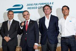 (Da sinistra a destra) Alejandro Soberón presidente CIE, Miguel Mancera sindaco di Città del Messico