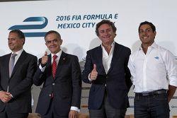 (L naar R) Alejandro Soberón directeur CIE, Miguel Mancera burgemeester Mexico Stad, Alejandro Agag