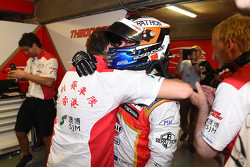 Le poleman Felix Rosenqvist, Prema Powerteam Dallara Mercedes-Benz fête sa pole avec son équipe