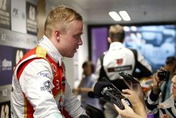 Felix Rosenqvist, Prema Powerteam Dallara Mercedes-Benz avec les médias