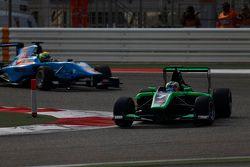 Seb Morris, Status Grand Prix leads Pal Varhaug, Jenzer Motorsport