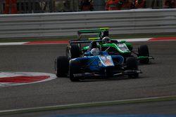 Матео Тушер, Jenzer Motorsport едет впереди Алекса Фонтана, Status Grand Prix