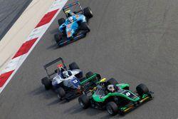 Алекс Фонтана, Status Grand Prix едет впереди Мэттью Перри, Koiranen GP и Матео Тушера, Jenzer Motor