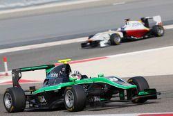 Alex Fontana, Status Grand Prix leads Zaid Ashkanani, Campos Racing