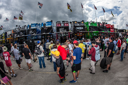 Fans wait for Jeff Gordon, Hendrick Motorsports Chevrolet