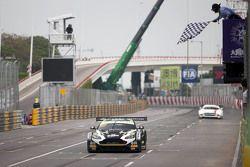 Winner Stefan Mücke, Craft-Bamboo AMR Aston Martin Vantage GT4