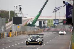 Le vainqueur Stefan Mücke, Craft-Bamboo AMR Aston Martin Vantage GT3