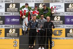 Podium: winnaar Felix Rosenqvist, Prema Powerteam, tweede plaats Charles Leclerc, Van Amersfoort Racing, derde plaats Alexander Sims, Double R Racing