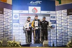 منصة تتويج السباق الأوّل في البحرين