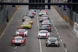 首届FIA GT世界杯排位正赛起步