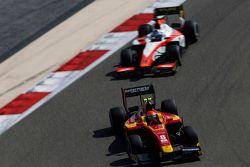 Alexander Rossi, Racing Engineering leads Nicholas Latifi, MP Motorsport