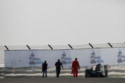 Auto van Sandy Stuvik, Status Grand Prix, in de bandenstapels
