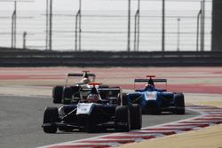 Митч Гилберт, Carlin едет впереди Ральфа Бошунга, Jenzer Motorsport