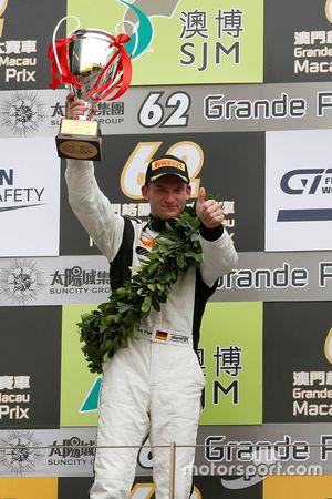 Podio: segundo lugar Maro Engel, Mercedes AMG Driving Academy