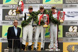 Podio: ganador Stefan Mücke, Craft-Bamboo AMR, el segundo lugar Maro Engel, Mercedes AMG Driving Aca