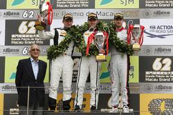Podium : le vainqueur Stefan Mücke, Craft-Bamboo AMR, le deuxième, Maro Engel, Mercedes AMG Driving Academy, le troisième, Edoardo Mortara, Audi Sport Team Phoenix