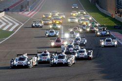 Départ : #17 Porsche Team Porsche 919 Hybrid: Timo Bernhard, Mark Webber, Brendon Hartley et #18 Porsche Team Porsche 919 Hybrid: Romain Dumas, Neel Jani, Marc Lieb