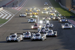 Start: #17 Porsche Takımı - Porsche 919 Hibrit: Timo Bernhard, Mark Webber, Brendon Hartley ve #18 P