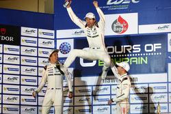保时捷17号车组蒂莫•伯恩哈德,马克•韦伯,布兰登•哈特利赢得2015年WEC年度冠军