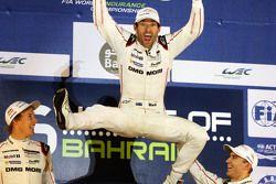 马克•韦伯庆祝赢得2015年WEC世界冠军