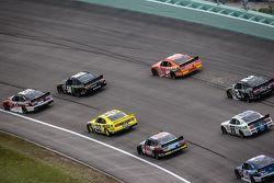 Start: Kyle Busch, Joe Gibbs Racing Toyota, Daniel Suarez, Joe Gibbs Racing Toyota and Austin Dillon, Richard Childress Racing Chevrolet lead the field