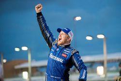 Victory Lane: Chris Buescher, der Champion der NASCAR XFINITY Serie 2015