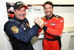 Marcel Visconde e Pedro Queirolo comemoram vitória na Porsche 300