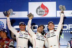 Podyum: Genel kazanan Romain Dumas, Neel Jani, Marc Lieb, Porsche Takımı
