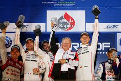 Podium: winnaars Romain Dumas, Neel Jani, Marc Lieb, Porsche Team