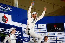 2015 kampioenen Mark Webber, Brendon Hartley, Timo Bernhard, Porsche Team