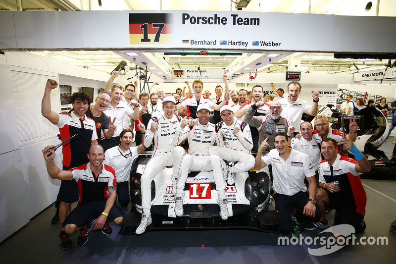 WEC-Weltmeister 2015: Mark Webber, Brendon Hartley, Timo Bernhard, Porsche Team