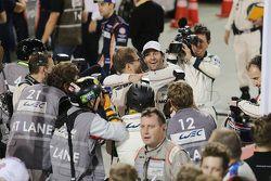 Il campione 2015 Mark Webber festeggia