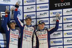 Podyum: Üçüncü Alexander Wurz, Stéphane Sarrazin, Mike Conway, Toyota Racing
