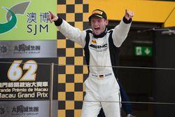 Podio: ganador Maro Engel, Mercedes AMG Driving Academy