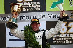 Podium: le vainqueur Maro Engel, Mercedes AMG Driving Academy