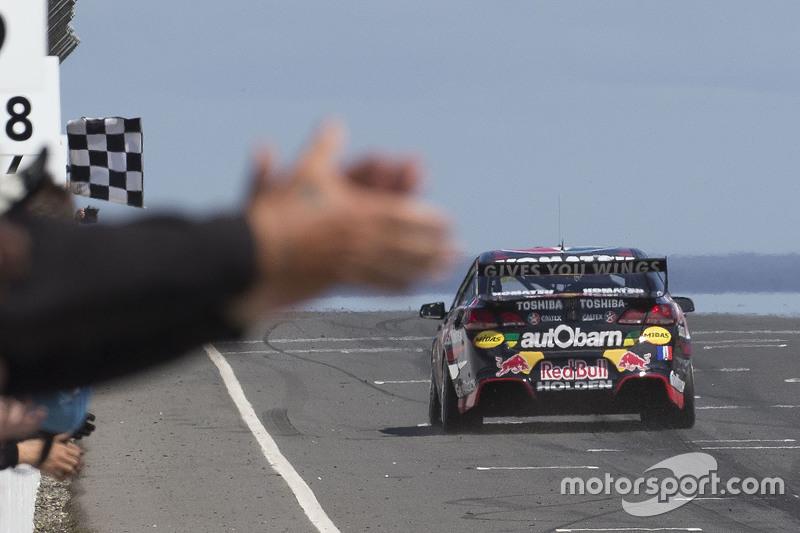 Kazanan Craig Lowndes, Triple Eight Race Engineering Holden