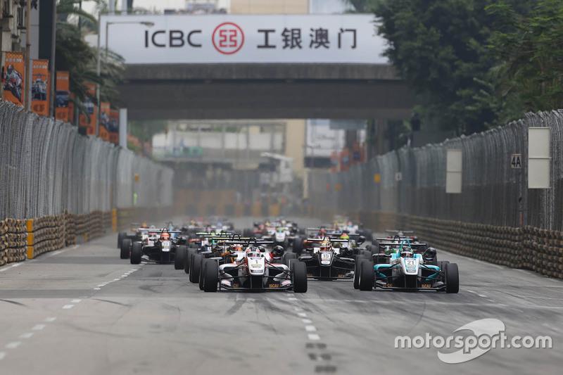 Départ : Felix Rosenqvist, Prema Powerteam Dallara Mercedes-Benz mène